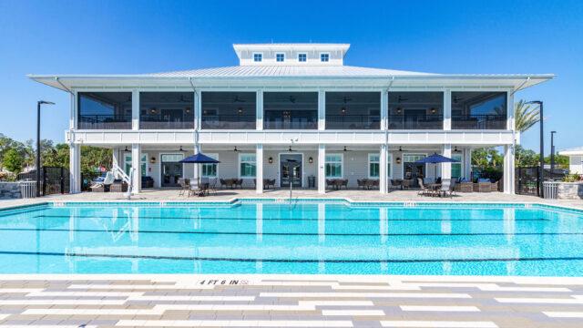 Tides Club house Pool