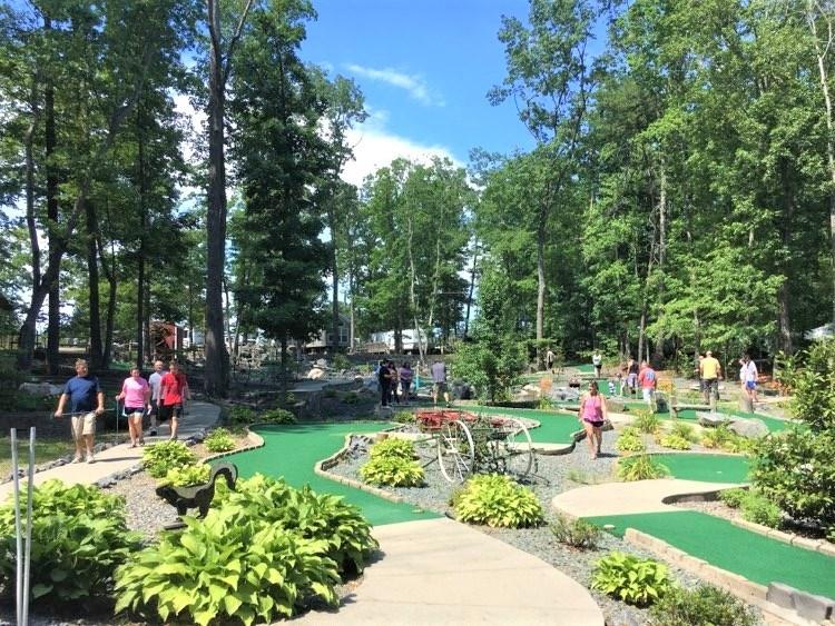 18-holes of mini-golf!