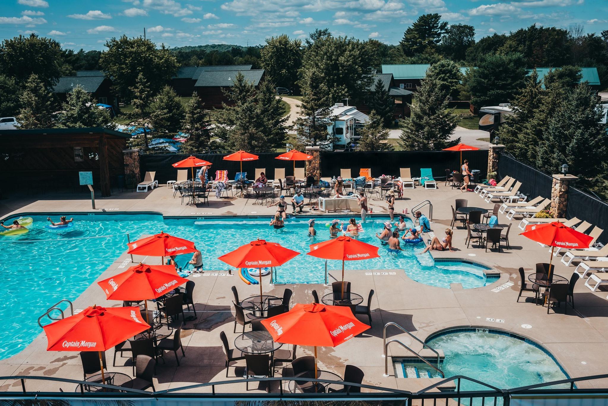 2,000 sq ft pool & hot tub