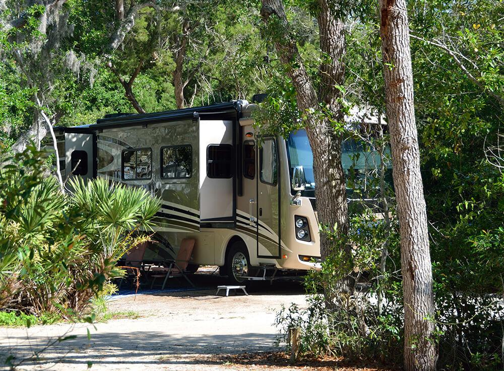 Island Oaks RV Resort - RV Sites