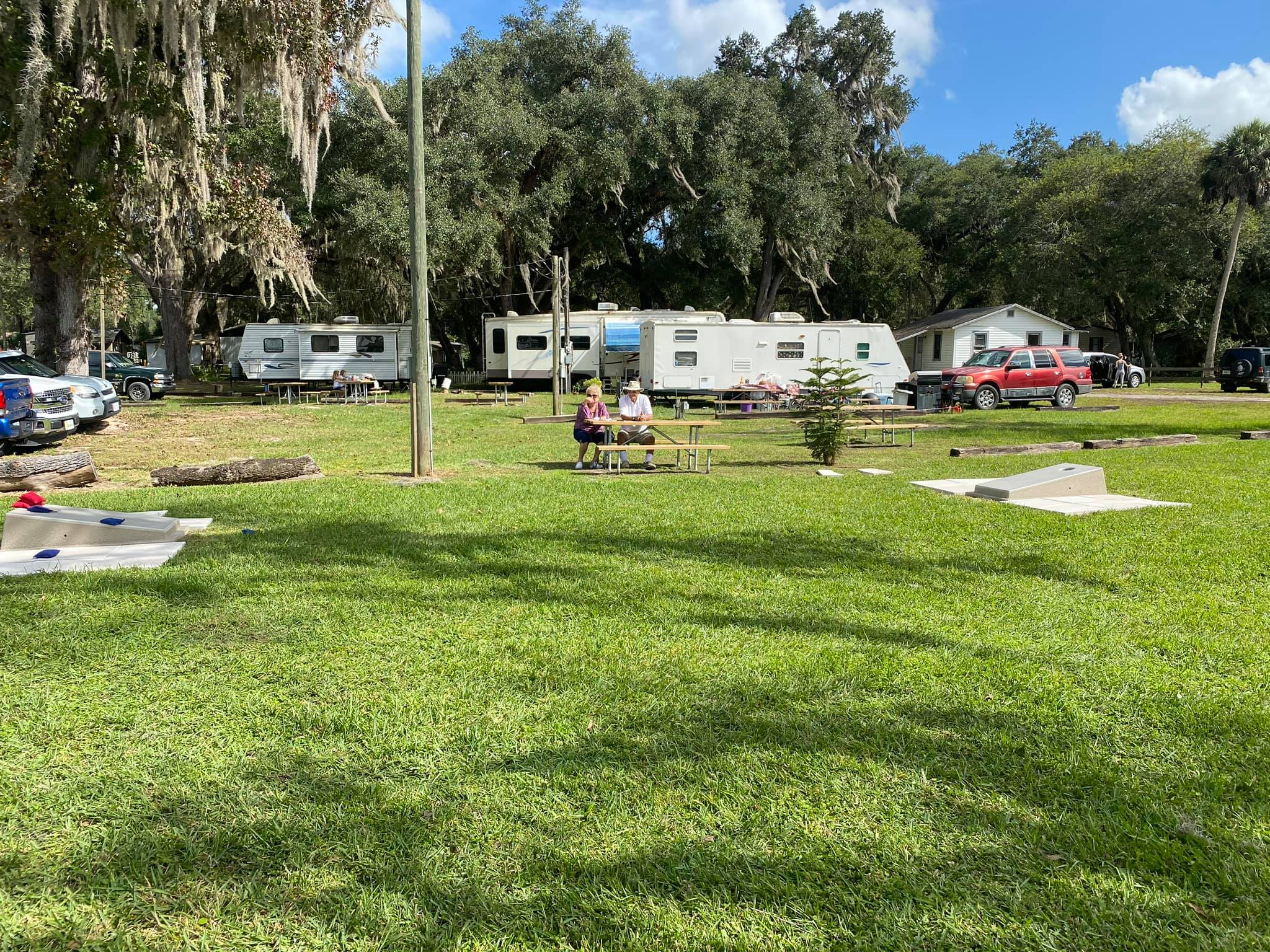 Nelson's Outdoor Resort-RV Sites and Cornhole