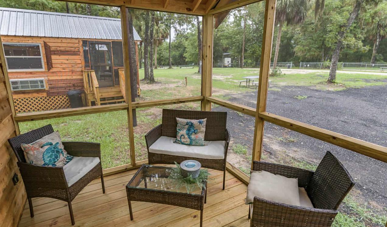 Steinhatchee River Club-Cabin screened porch