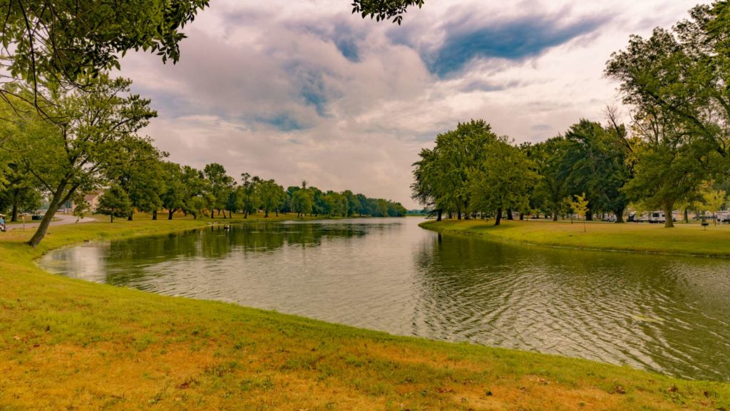 Sunset Lakes Resort Waterfront