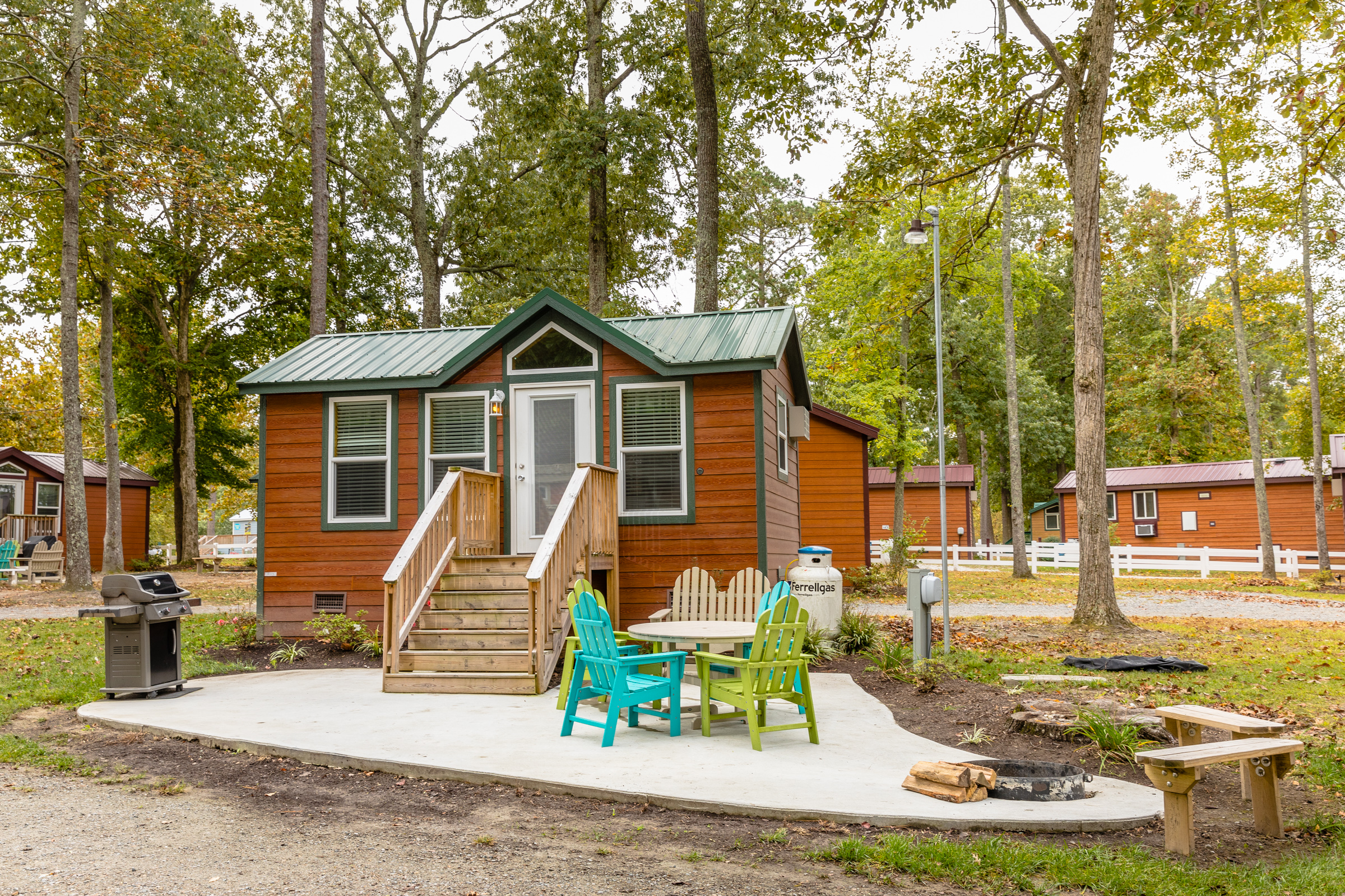 Deluxe cabins can accommodate from 4 - 8 people